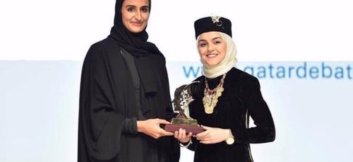 Une tunisienne remporte le prix de la meilleure Oratrice au...