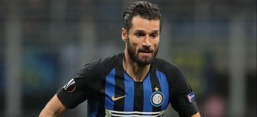 Un footballeur italien propose de payer les frais de cantine d'une...