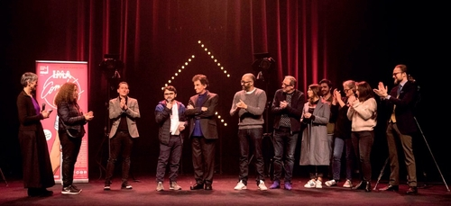 L'humoriste Algérien Kamel Abdat reçoit le prix de l'humour de l'IMA
