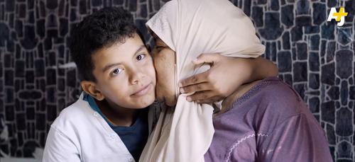 (Vidéo) Rafik, 9 ans, consacre sa vie à s'occuper de sa mère malade