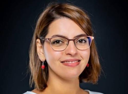 Une femme algérienne experte en cybersécurité en France !