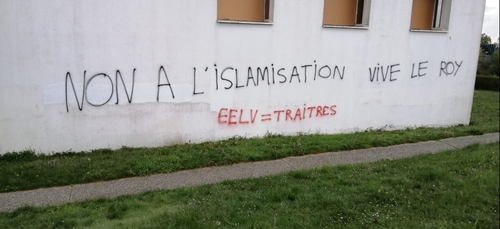 Tags islamophobes sur les murs du Centre Islamique Avicenne de Rennes
