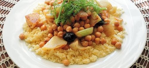 [RECETTE] Couscous végétarien au fenouil, pois chiches et olives