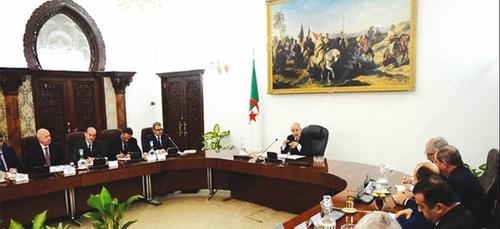 La réouverture des frontières algériennes étudiée en Conseil des...