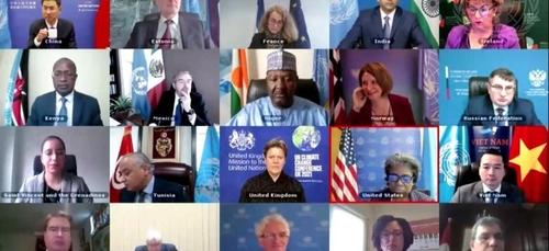 Le conseil de sécurité de l'ONU se réunit en visioconférence au...