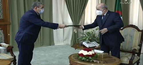 [VIDEO] Djerad présente la démission de son gouvernement au...
