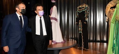 """Emmanuel Macron a visité l'expo """"Divas"""" à l'Institut du Monde Arabe"""