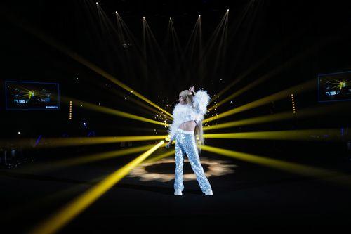 "BILAL HASSANI ""Je danse encore"" (Live)"