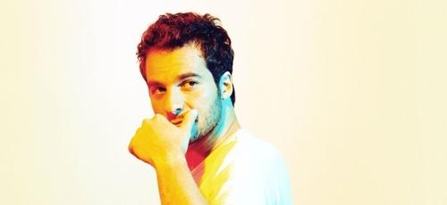 Amir : attaqué par un internaute après le maintien de son concert à...