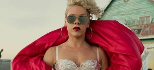 Pink : la chanteuse lance un défi extraordinaire à ses fans (photo)