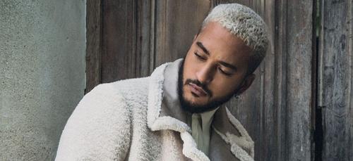 Slimane : le chanteur se confie sur son enfance et fond en larmes...