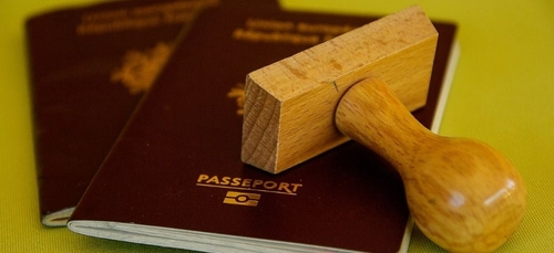 """Tourisme : le """"pass sanitaire"""" européen entre en vigueur..."""