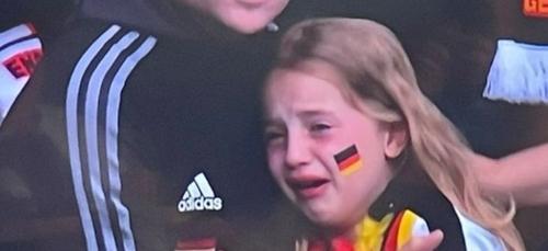 Euro : plus de 40.000 euros récoltés pour une jeune supportrice...