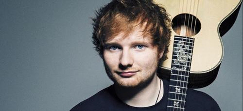 Ed Sheeran interrompt deux fois son concert pour... faire pipi !...