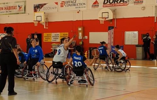 Vidéo : L'équipe de France féminine de basket fauteuil en stage à...