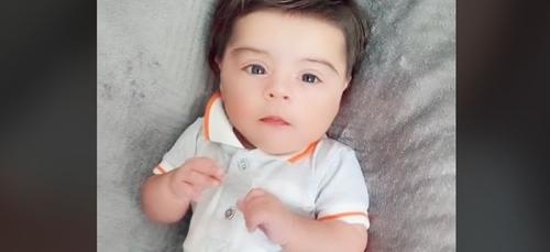 La masse capillaire de ce bébé buzz sur la toile (vidéos)