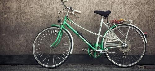 Un homme fait du vélo les fesses à l'air à Toulouse !