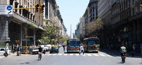 Face au Covid-19, l'Argentine se reconfine