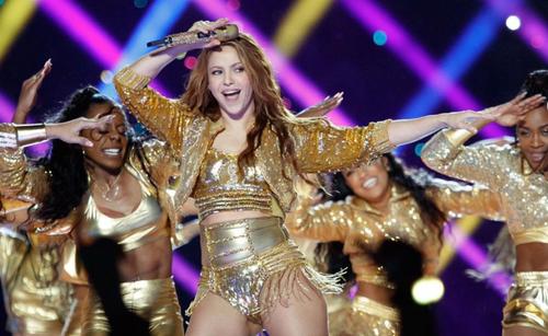 Shakira vend aux enchères la veste qu'elle portait au Super Bowl