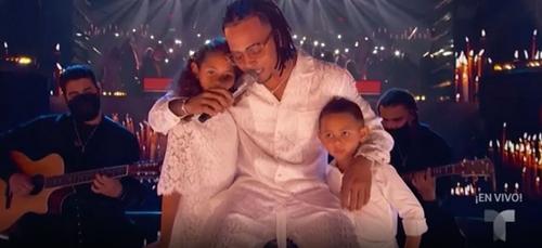 « Billboard Latin Music Awards » : Ozuna emmène ses enfants sur...