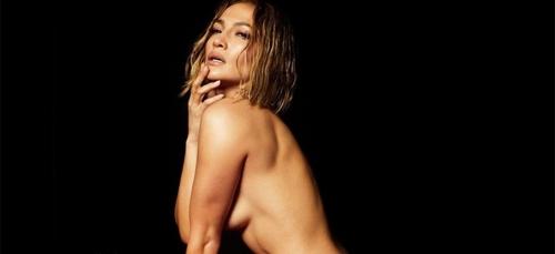Jennifer Lopez pose complètement nue sur la pochette de son dernier...