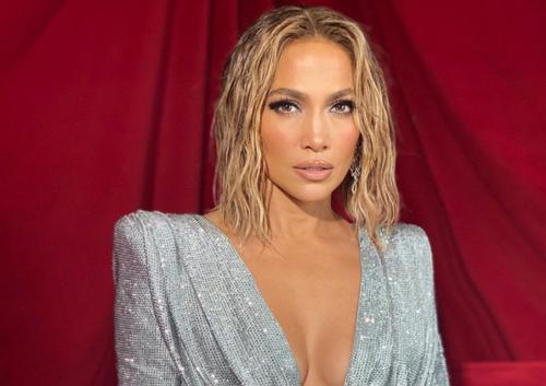 Jennifer Lopez : un ex-petit ami l'a encouragée à retoucher son...