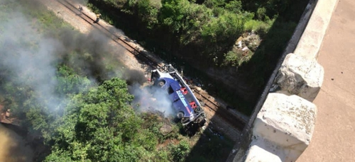 Brésil : terrible bilan après la chute d'un car depuis un viaduc...