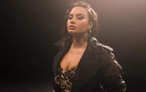 Nouvelle année, nouveau look ? Demi Lovato métamorphosée, les...