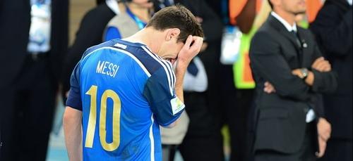 Lionel Messi reçoit son premier carton rouge avec Barcelone