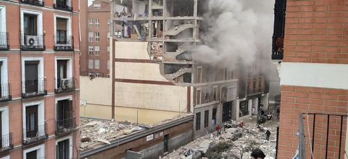Impressionnante explosion dans un immeuble à Madrid, plusieurs...