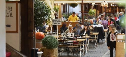 Italie : les bars et restaurants peuvent rouvrir dans plusieurs...