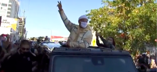 Covid-19 : émeutes autour de Maluma, la police contrainte d'annuler...