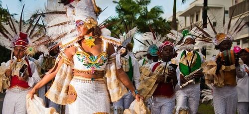 Martinique : malgré l'interdiction, plus de 1 000 carnavaliers dans...