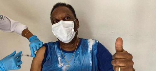 """Brésil : Pelé vacciné contre le Covid-19, """"un jour inoubliable !"""""""