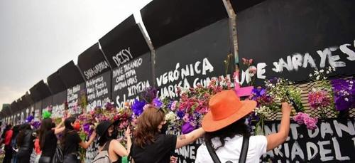 Mexique: un mur érigé autour du palais présidentiel, symbole de la...