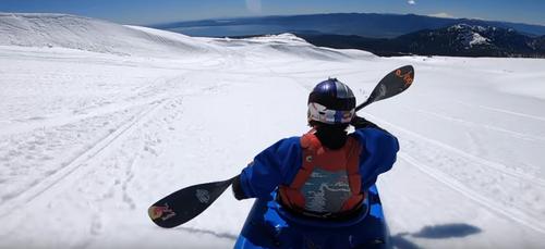 Chili: un kayakiste descend le sommet d'un volcan enneigé (vidéo)