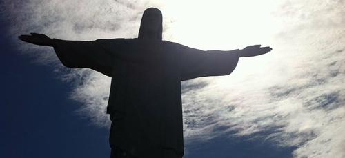 Brésil: dépassée, Sao Paulo organise des enterrements de nuit