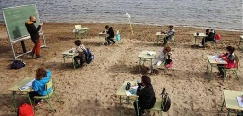 Une école espagnole s'installe sur une plage pour lutter contre le...