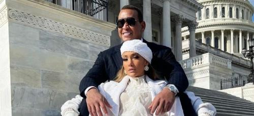 Jennifer Lopez célibataire : elle officialise sa rupture avec Alex...