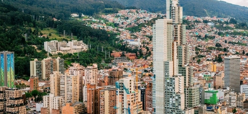 Colombie : J Balvin, Karol G, Maluma s'insurgent contre la nouvelle...