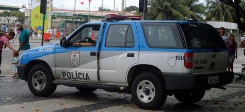 Après son raid sanglant jeudi, la police de Rio sommée de...
