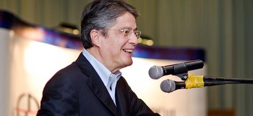 Équateur: Guillermo Lasso investi président