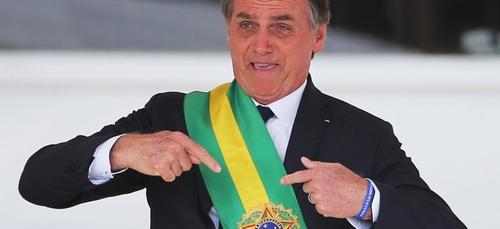 Jair Bolsonaro écope d'une amende après un bain de foule sans masque