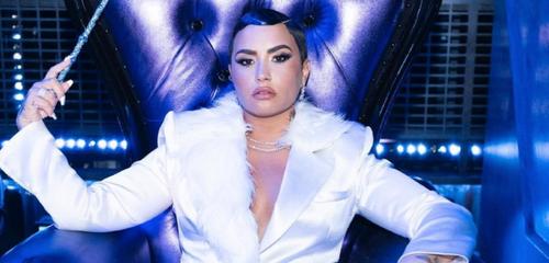 Demi Lovato dévoile une collection de masques pour célébrer le mois...