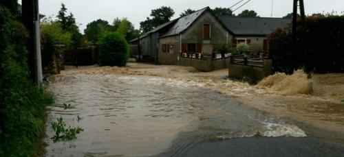 Inondations. Route barrée entre Le Tremblay et Le Bourg d'Iré