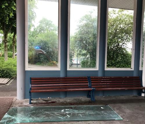 Une vitre de la gare routière s'écroule sur une jeune fille de 16 ans