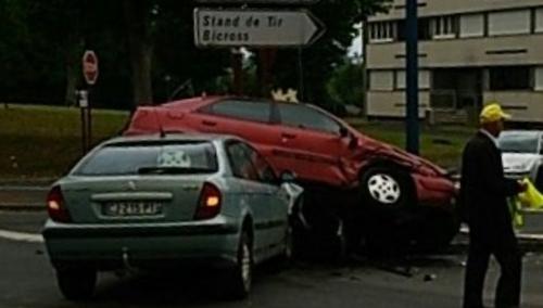Accident spectaculaire à Vire !