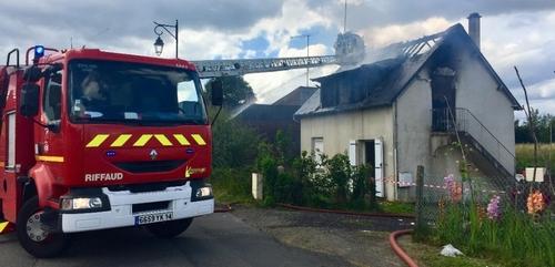 une maison détruite pas les flammes à Saint-Sever