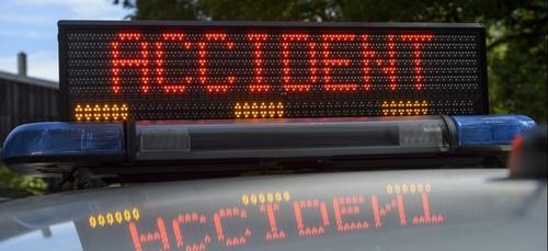 Accident entre une voiture et un poids lourd entre Laval-Morency et...