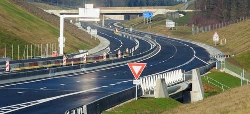 8 kilomètres de l'autoroute A304 ouverts le 21 décembre.